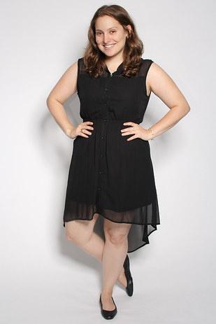 Ασύμμετρο φόρεμα με χαμηλά τακούνια